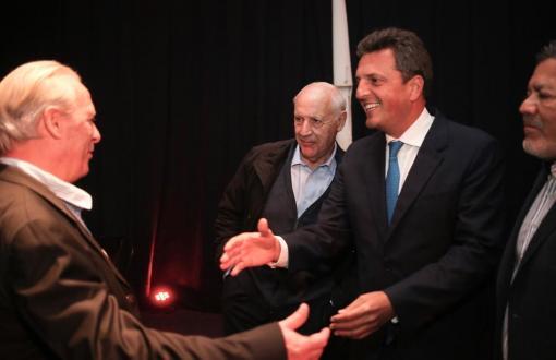 Massa y Lavagna juntos en encuentro sindical.