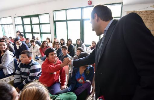 Julio Garro anunció la extensión del beneficio para líneas de colectivos locales.