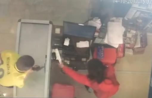 Un menor apuntó con una pistola en la cabeza a una empleada de un autoservicio en San Pedro.