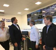 Massa junto al Intendente de Chivilcoy, recorriendo el nuevo centro de Monitoreo de la cuidad.
