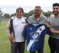 Facundo Moyano afirmó que no tiene ningún vínculo formal con el club Alvarado.