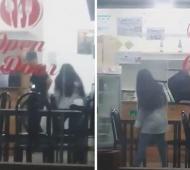 En el video se veo el momento en que la mujer apuñala a su ex pareja.