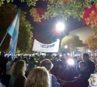 Imagen de la manifestación en Dolores. En paralelo hubo otra movilización en Capital.