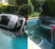 Así quedó la camioneta Audi en la piscina.