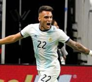 Lautaro Martínez, la figura del partido, hizo 3 goles.