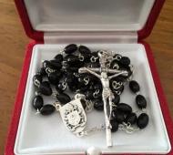 El rosario que Francisco le envió a Boudou.