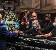 El entierro será este lunes tras el velatorio público en el Congreso.