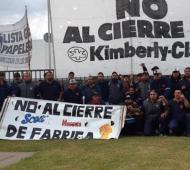 Los trabajadores de la planta gráfica de Bernal reclaman por la continuidad laboral.