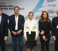 Foto del debate de candidatos en el Coloquio de IDEA.
