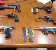 Armas secuestradas en el operativo.