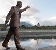 La sede cuenta con una escultura de Néstor Kirchner.