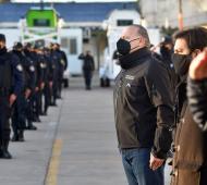 Berni ante policías en acto por el Día de la Independencia
