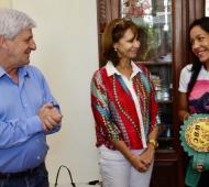 """Andreotti recibió a """"La Pantera"""" junto a funcionarios municipales."""