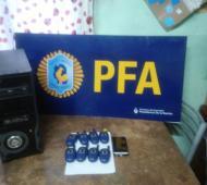 La policía incauto varios handys y el teléfono celular desde donde se realizó llamadaFoto: Prensa