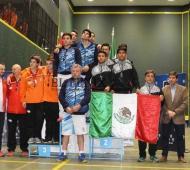 Jesús Baltar en el podio junto a sus compañeros. Foto: El Fénix Digital