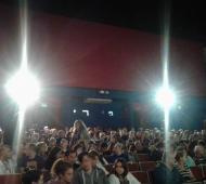 Luces y buen cine. La gente llenando el cine en una de las funciones de ayer. FOTO: Romi Pinto