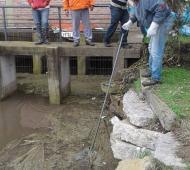 Se destaparon canales para que el agua pudiera escurrir con mayor facilidad. Foto: El Cronista Diario