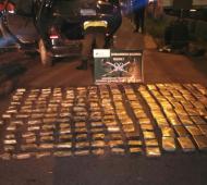 """Marihuana secuestrada del """"doble fondo"""" de un vehículo. Fotos: Gendarmería."""