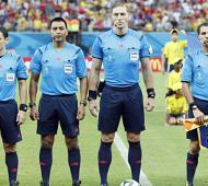 Maidana, el primero de derecha a izquierda, junto a sus compañeros. Foto: FIFA.