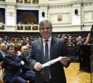 Guillermo Britos cuando recibió su diploma para el segundo mandato en la Legislatura.