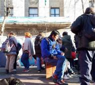 Los manifestantes acampan desde anoche frente a las puertas de la Municipalidad. Foto: 0023
