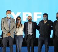 YPF en Santa Cruz: Anuncian más de 300 millones de dólares de inversión y llega a 30 equipos de torre