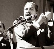Alfonsín en la revolucionada Semana Santa del año 1987.