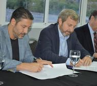 Firma del convenio entre el intendente Menéndez y el ministro Frigerio