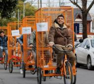 Berazategui: Mussi entregó bicicletas eléctricas a recolectores informales y cruzó a Juan Grabois