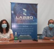 El intendente Marcos Pisano y la secretaria de Salud María Estela Jofré. Foto: fm10bolivar.com.ar