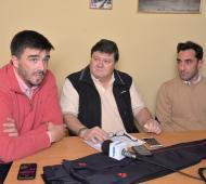 El intendente Ezequiel Galli junto a Ricardo Luissi y Julio Valetuttto