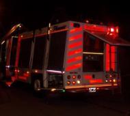 Dos dotaciones de bomberos apagaron el incendio.