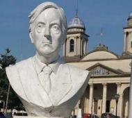 El monumento está en pleno centro de Morón.