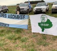Banderazo en Adolfo Gonzáles Chaves (Foto 20/6 - @carbap_arg)