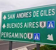 """Corrigieron el error del cartel """"San Antonio de Giles"""" en ruta 8 (@eaplase)"""