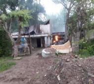 Incendiaron la casa donde vivía el detenido junto a su pareja y la pequeña. Foto: El Día