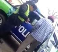El video pone al descubierto el accionar de la Policía.