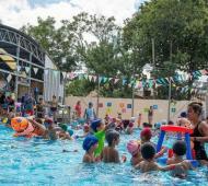 Miles de chicos asisten en el verano
