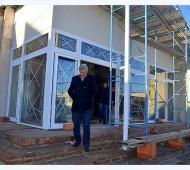 Cortés en una recorrida por el Centro Cultural en junio último. Ahora llevará su nombre.
