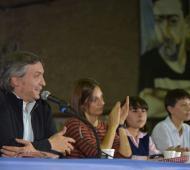 Máximo Kirchner junto a Mayra Mendoza en la Universidad de Quilmes.