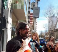 Del Caño habló con la prensa luego de votar. Fuente: Avellaneda Hoy.