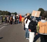 Trabajadores de Chascomús se movilizan contra los despidos.