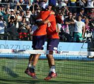 El abrazo con Lima tras obtener el título. Foto: World Padel Tour.
