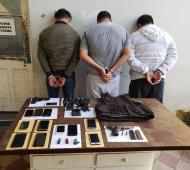 Tres detenidos por el asalto al Banco Industrial de Santos Lugares. Foto: Prensa