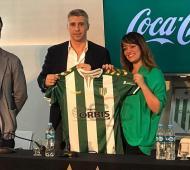 """""""Valdanito"""" firmócon el Taladro por 18 meses. Foto: Prensa"""