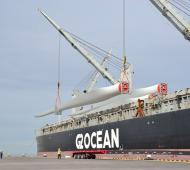 Llegaron aspas para el parque eólico de Tornquist en el puerto de Bahía Blanca
