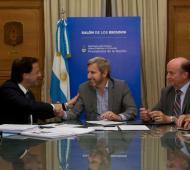 El momento de la firma del convenio. Foto: Prensa Ministerio Interior