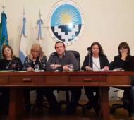 Camilo Etchevarren realizó una conferencia de prensa junto a representantes del hospital San Roque