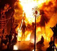 65º Fiesta Fallera Valenciana: Encendido de la traca para la Cremá de la Falla.