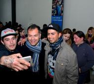 """ATR"": Festa se mostró junto a jóvenes en redes sociales."